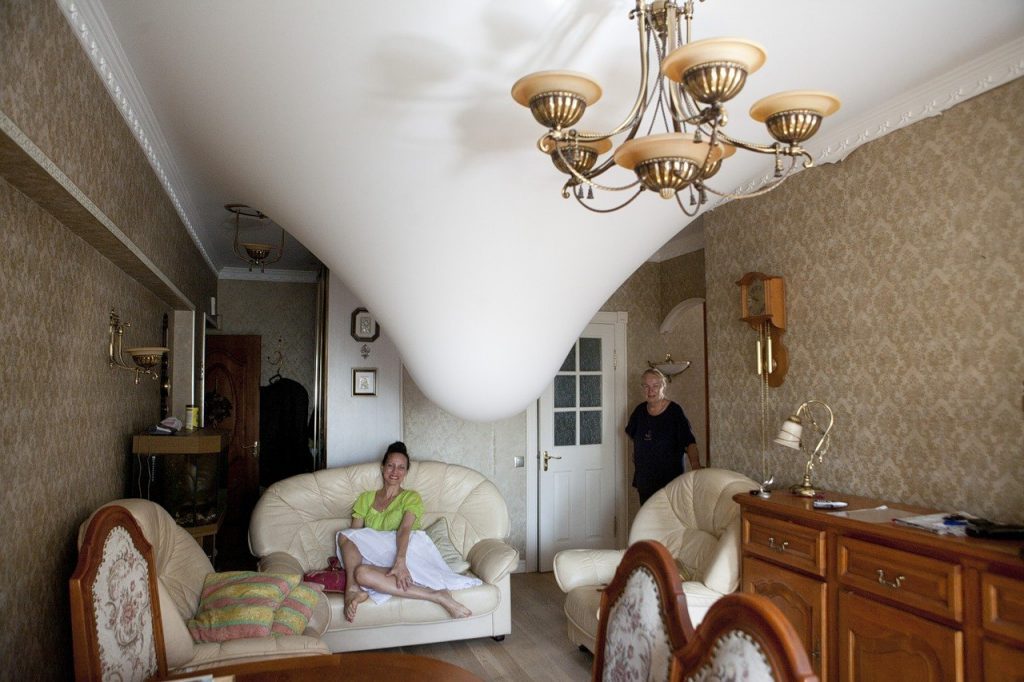 1. Прочность натяжного потолка (фото взято из открытых для общественности источнтков)
