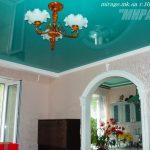 Лак 630. Изумрудно-зелёный натяжной потолок в гостиной, Николаев
