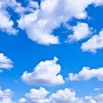 облачное небо на потолке