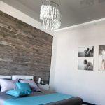 Серый глянцевый (лаковый)натяжной потолок в спальне.