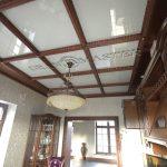 Кесонный лаковый потолок