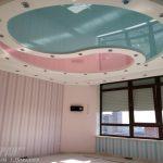 Лак 100 (бирюзовый) и Лак 412 (розовый). Глянцевый натяжной потолок Инь Ян в детской комнате.