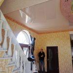 rozovyy_natyazhnoy_potolok_kupit_firma_v_nikolaeve