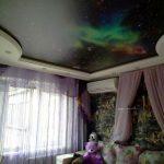 zvezdnoe_nebo_natyazhnoy_potolok_v_detskoy_fotopechat_ nikolaev