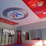 fotopechat_na_natyazhnom_potolke_logotip_v_sportklube_nikolaeve