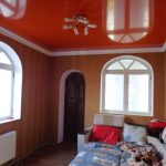 Лак 753. Морковно-оранжевый натяжной потолок в детской. / Натяжные потолки в Николаеве. /