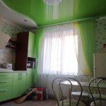 Лак 652. Зелёный глянцевый натяжной потолок на кухне. / Натяжные потолки в Николаеве. /
