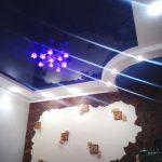 Лак 162. Синий натяжной потолок в зале. / Натяжные потолки в Николаеве. /