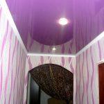 Лак 227. Фиолетовый глянцевый натяжной потолок в коридоре. / Натяжные потолки в Николаеве. /