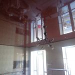 Лак 555. Глянцевый натяжной потолок на кухне. / Натяжные потолки в Николаеве. /