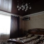 Лак 571. Тёмно-коричневый натяжной потолок в спальне. / Натяжные потолки в Николаеве. /