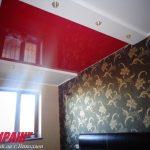 Лак 866. Красный глянцевый натяжной потолок в спальне. / Натяжные потолки в Николаеве. /