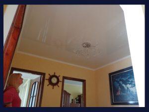 Белый лаковый потолок после восстановления!